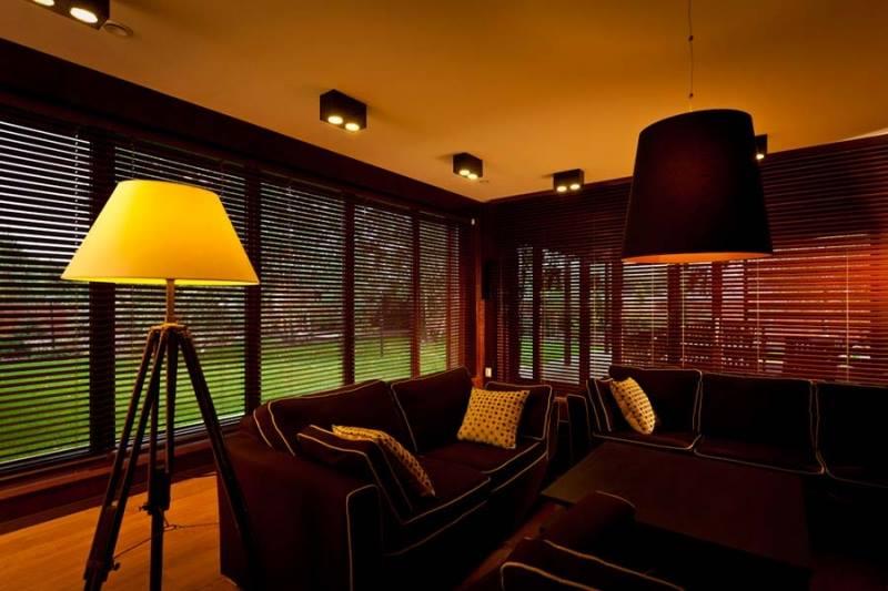 Osłony okienne do salonu